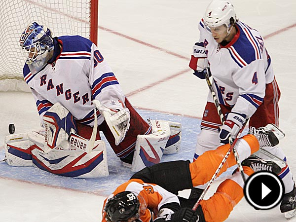 The Flyers´ right wing Jakub Voracek scores on Rangers goalie Henrik Lundqvist when the puck bounced off his face during the third period. (Steven M. Falk/Staff Photographer)