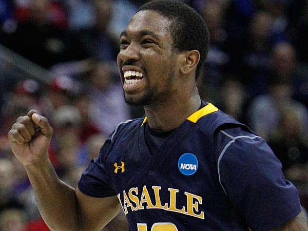 La Salle´s Sam Mills is the team leader on defense for the Explorers. (Ron Cortes/Staff Photographer)