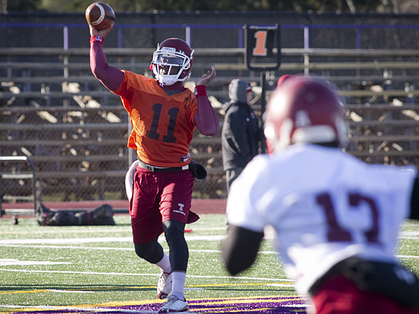 Temple football quarterback P.J. Walker throws a pass during practice. (Alejandro A. Alvarez/Staff Photographer)