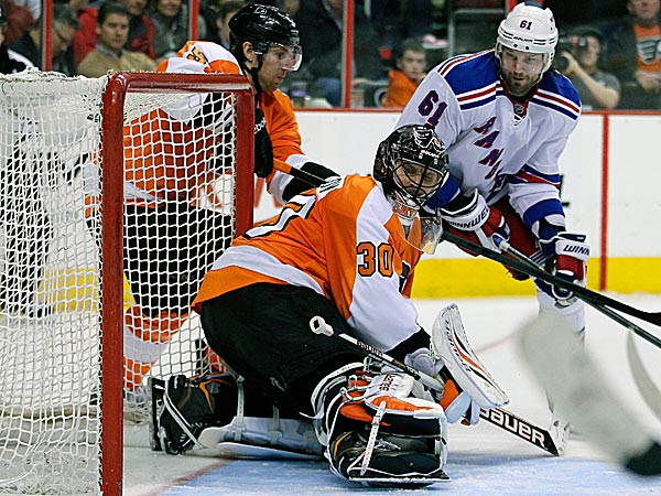 The Rangers´ Rick Nash watches the puck get past Flyers goalie Ilya Bryzgalov. (Tom Mihalek/AP)