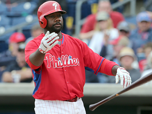 Phillies first baseman Ryan Howard tosses his bat after striking out against the Blue Jays in a spring training game on Thursday, March 27. (Yong Kim/Staff Photographer)