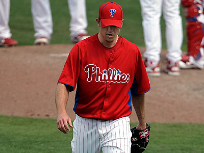 Brad Lidge´s injured shoulder is a major concern for the Phillies as they return to Philadelphia. (David Maialetti/Staff Photographer)