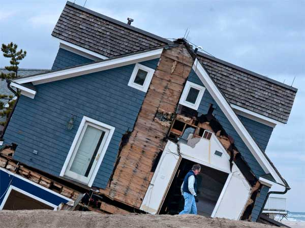 A broken house on the beach in Mantoloking, N.J. (April Saul / Staff Photographer)