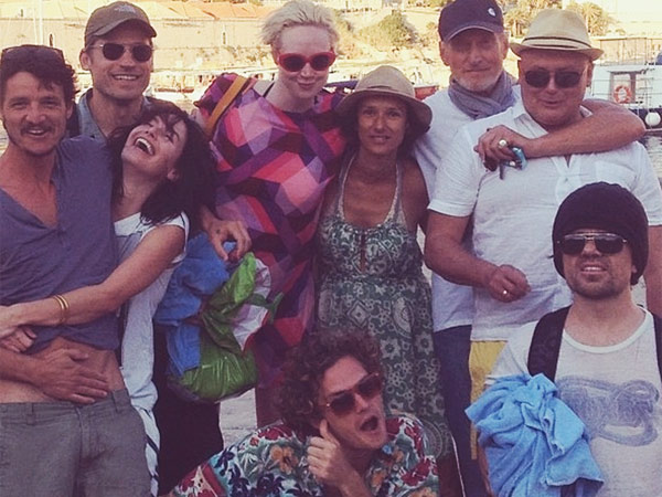 The viral photo of ´Game of Thrones´ cast members enjoying a day the beach. (Via Reddit)
