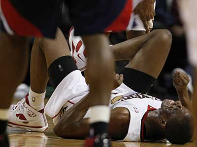 Sixers forward Thaddeus Young is expected to miss 2 to 3 weeks after injuring his ankle in Tuesday night´s game. (Ron Cortes / Staff photographer)