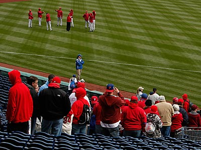 Fans begin to file into Citizens Bank Park before the Phillies´ home opener. (Ron Cortes/Staff Photographer)