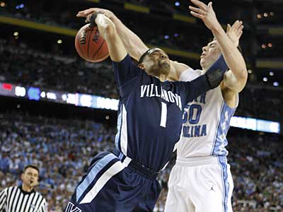 North Carolina´s Tyler Hansbrough strips the ball from Villanova´s Scottie Reynolds in the second half. (Ron Cortes/Staff Photographer)