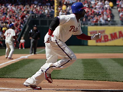 Ryan Howard hit his first home run, a three-run shot, in Sunday´s win over the Astros. (David Maialetti/Staff Photographer)
