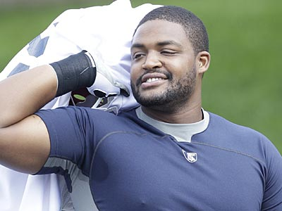 The Eagles and left tackle Demetress Bell have agreed to a five-year deal. (David Duprey/AP)