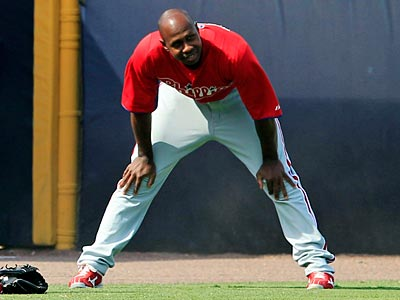 Juan Pierre could be called upon to be the Phillies´ left-handed lefty specialist. (Kathy Willens/AP)