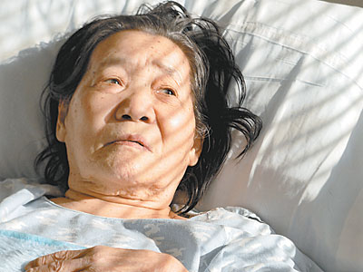 Soon Ja Kim at Abington Memorial Hospital in February. She stayed months beyond her discharge date, not visited by family and isolated by language. (TOM GRALISH / Staff Photographer)