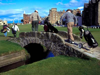 Crossing the Swilcan Bridge on the Old Course at St. Andrews, Scotland, on the edge of the North Sea, home of golf&acute;s 400-year-old roots. (www.britainonview.com)<br />