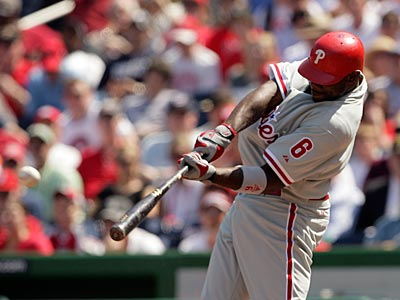Ryan Howard agreed to a 5-year extension with the Phillies with $125 million guaranteed. (Yong Kim / Staff Photographer)