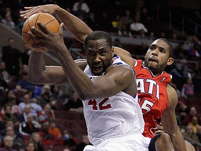 Elton Brand is playing with a fracture in his left hand. (Yong Kim/Staff Photographer)