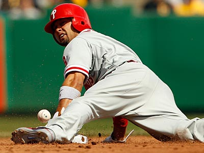 Shane Victorino stole third base with two outs on Wednesday against the Marlins. (Yong Kim/Staff file photo)
