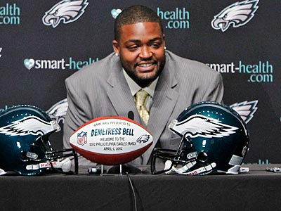 Left tackle Demetress Bell signed a five-year contract with the Eagles. (Alejandro A. Alvarez/Staff Photographer)