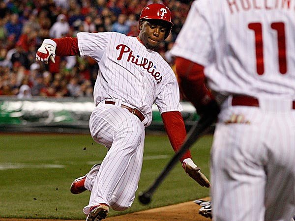 The Phillies´ John Mayberry scores the first run in the fifth inning. (Ron Cortes/Staff Photographer)