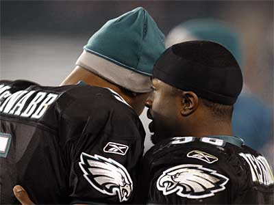Donovan McNabb and Brian Westbrook talk on the sidelines during a regular-season win over the Cardinals last season. (David Maialetti / Staff Photographer)
