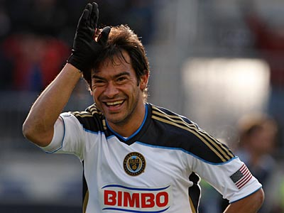 Carlos Ruiz and the Union look to get back on the winning track on Saturday against the Red Bulls. (Ron Cortes/Staff Photographer)