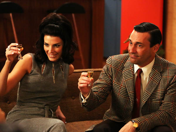 "This publicity photo provided by AMC shows Jessica Pare as Megan Draper, left, and Jon Hamm as Don Draper in a scene of ""Mad Men,"" Season 6, Episode 2. ìMad Menî returns for its sixth season Sunday, April 7, 2013. (AP Photo/AMC, Michael Yarish)"