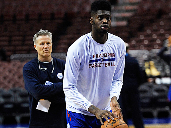 76ers head coach Brett Brown and center Nerlens Noel. (Michael Perez/AP)