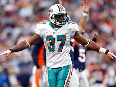 Yeremiah Bell led the Dolphins in tackles in each of the past four seasons. (David Zalubowski/AP file photo)