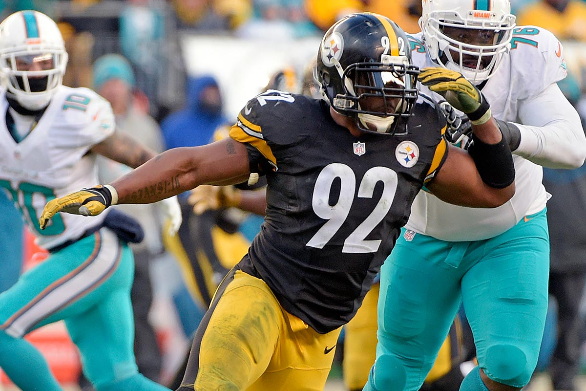 Pittsburgh Steelers outside linebacker James Harrison (92) beats Miami Dolphins defensive end Terrence Fede (78) to pressure Miami Dolphins quarterback Matt Moore (8) during the second half of an AFC Wild Card NFL football game in Pittsburgh, Sunday, Jan. 8, 2017.