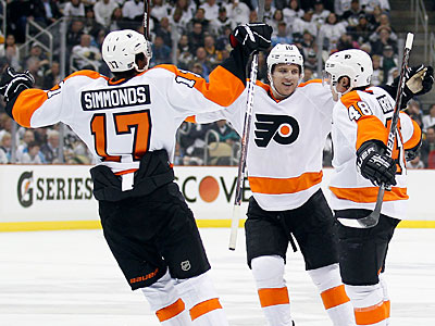 Flyers veteran Danny Briere led the Flyers comeback over the Penguins on Wednesday. (Yong Kim/Staff Photographer)