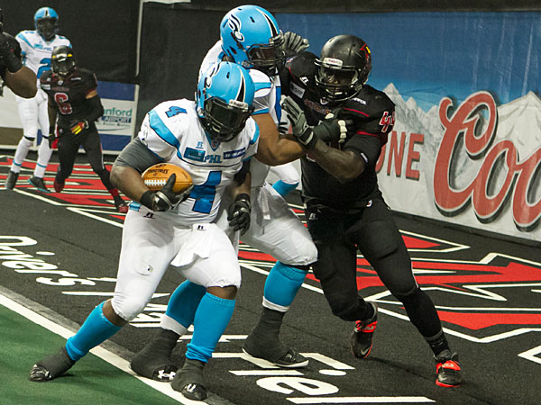 Soul fullback Derrick Ross scoring a touchdown. (Photo by Philip Podskalan)
