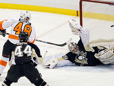 Danny Briere scored the first two goals in the Flyers´ comeback. (Yong Kim/Staff Photographer)
