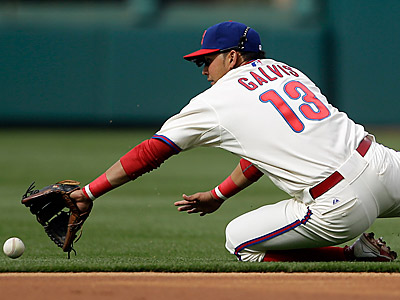 Freddy Galvis can´t reach Jason Bay´s single in the second inning. (AP Photo/Matt Slocum)