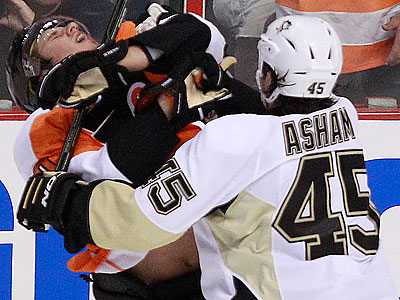 Arron Asham received a match penalty for a hit on Brayden Schenn in the first period of Game 3. (Ron Cortes/Staff Photographer)