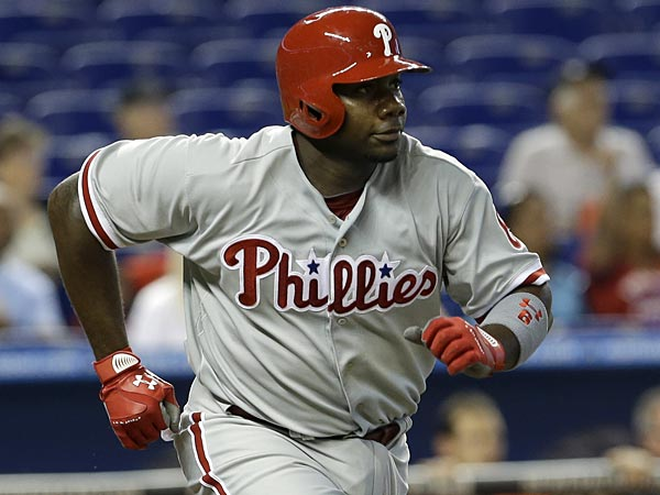 Philadelphia Phillies´ Ryan Howard heads to first base during a baseball game against the Miami Marlins in Miami, Sunday, April 14, 2013. (AP Photo/Alan Diaz)