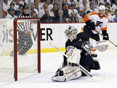 The Flyers scored their first goal in Game 1 against Pittsburgh after a blown offsides call. (Yong Kim/Staff Photographer)