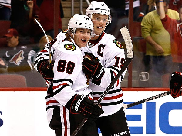 The Chicago Blackhawks´ Patrick Kane and Patrick Kane celebrate a goal together. (AP Photo/Ross D. Franklin)