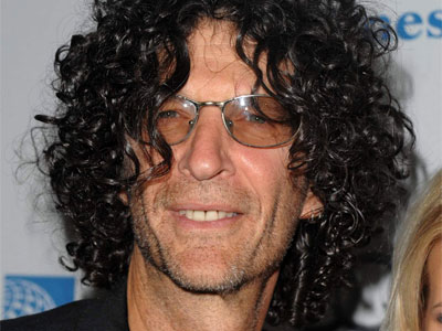 The 63-year old son of father Bernard Stern and mother Ray Schiffman, 196 cm tall Howard Stern in 2017 photo