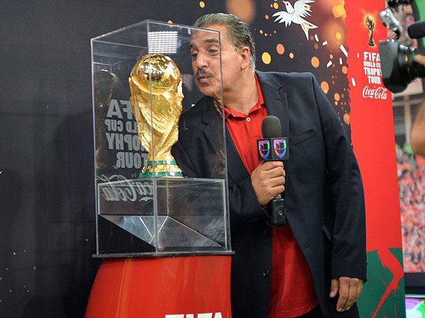 Veteran Univision host Fernando Fiore blew a kiss to the World Cup trophy when it visited the network´s Miami studios earlier this week. (Photo courtesy of Univision)