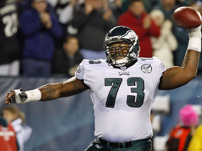 Shawn Andrews, missed most of last year with depression and back problems, but signed an extension in 2006 that locked him up for 10 seasons for about $35.5 million. His brother, Stacy, and college friend, Jason Peters, will make a lot more. (Ron Cortes / Staff Photographer)