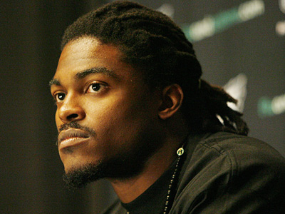 New Eagles linebacker Ernie Sims was introduced to the media today.  (Michael S. Wirtz / Staff Photographer)