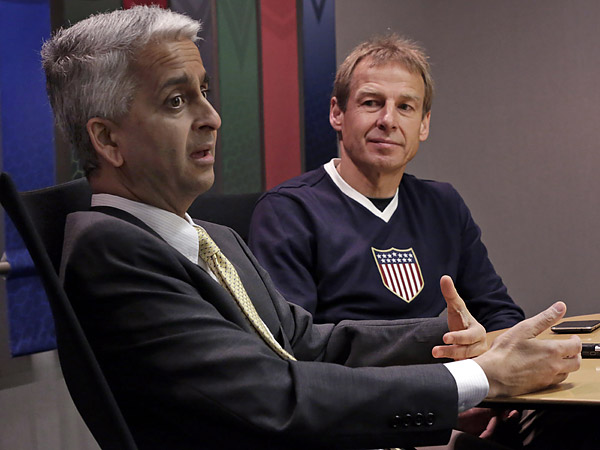 U.S. Soccer Federation president Sunil Gulati (left) with men´s national team head coach Jurgen Klinsmann. (Richard Drew/AP file photo)