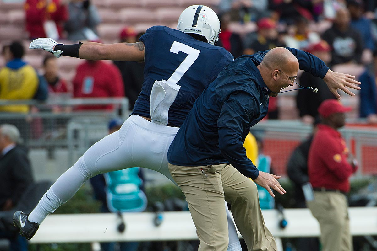 Penn State head coach James Franklin does a pregame bump with linebacker Koa Farmer prior to the 103rd Rose Bowl Game against USC.