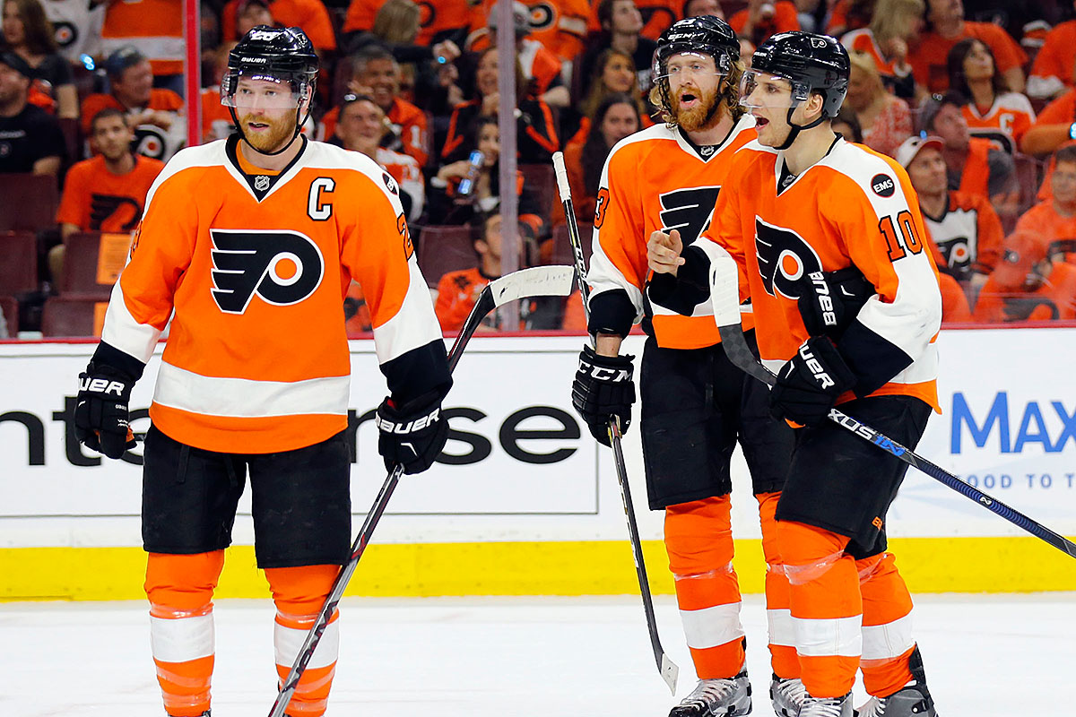 Claude Giroux, Jakub Vorace and Brayden Schenn wait during a power play against the Washington Capitals.