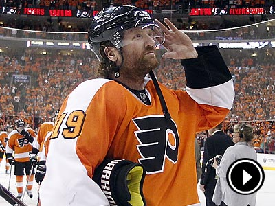 Scott Hartnell gestures to the fans after the Flyers´ 5-1 win in Game 6 over the Penguins. (Yong Kim/Staff Photographer)