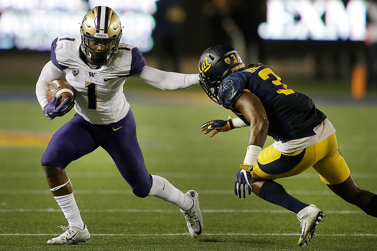 Washington´s John Ross, left, running against California´s Cameron Walker during the second half of an NCAA college football game in Berkeley, Calif.