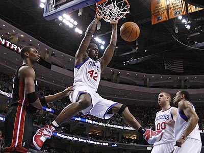 Elton Brand dunks during the first quarter of the Sixers´ 86-82 Game 4 victory over the Heat. (Ron Cortes/Staff Photographer)