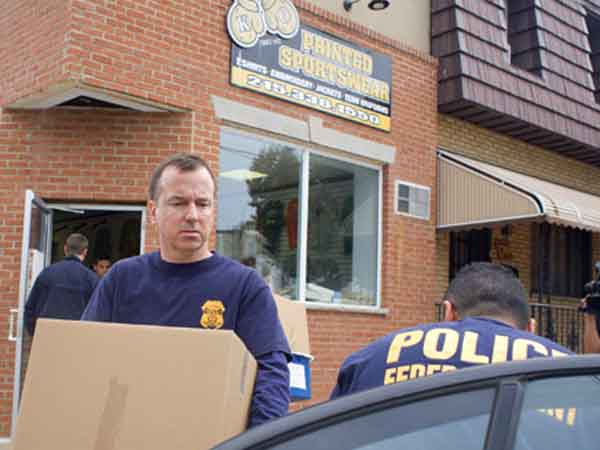 Federal agents remove boxes of evidence from KO Printed Sportswear, 2001 Moyamensing, this morning. This was one of many raids the FBI conducted in SOuth Philadelphia this morning (Ed Hille / Staff Photographer) praid19 August 18, 2010  Editors Note: