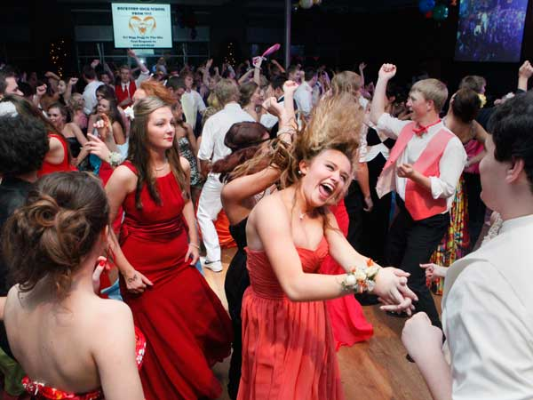 In this Saturday, May 12, 2012 photo, Rockford High School students dance at The Pinnacle Center during their prom in Hudsonville, Mich. Prom spending is expected to rise in 2013 to an average $1,139. (AP photo)