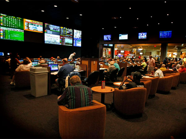 Delaware´s Dover Downs offers parlay bets on the NFL, but wants online gambling as well. (Ron Cortes / Staff Photographer)