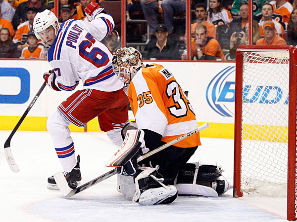 Steve Mason, right, stops the puck with his stick as New York Rangers´ Benoit Pouliot, left, looks back for it during the second period in Game 4 of an NHL hockey first-round playoff series on Friday, April 25, 2014, in Philadelphia. (Chris Szagola/AP)