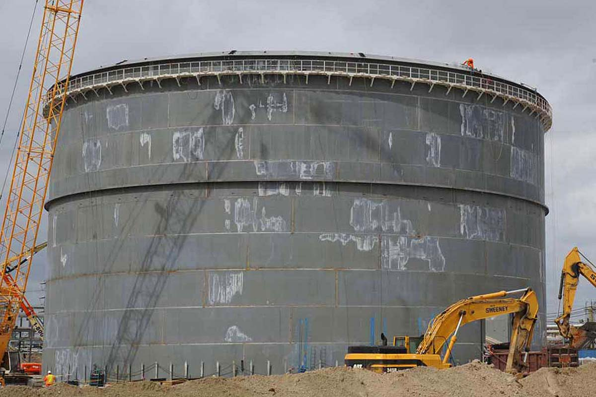 An ethane storage tank at Sunoco Logistics Partners´ Marcus Hook Industrial Complex. Sunoco is merging with Energy Transfer Partners at the end of the week.